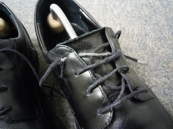 ほつれてしまったランウォークの靴紐