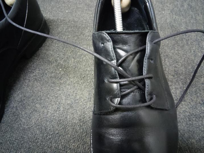 靴紐の通し方 左足⑤