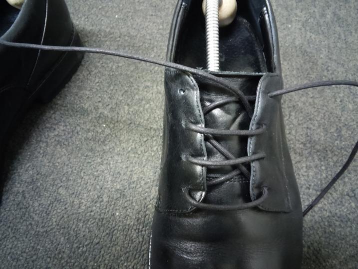 靴紐の通し方 左足⑦