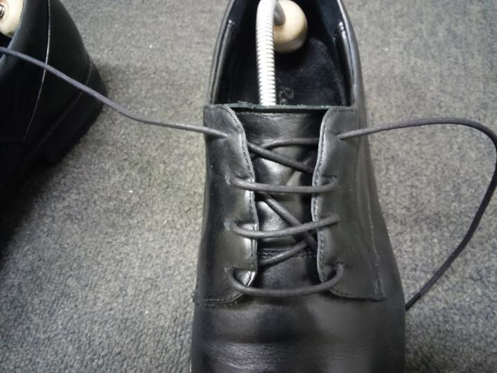 靴紐の通し方 左足⑧