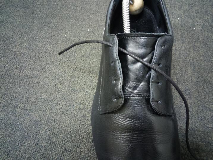 靴紐の通し方 右足1