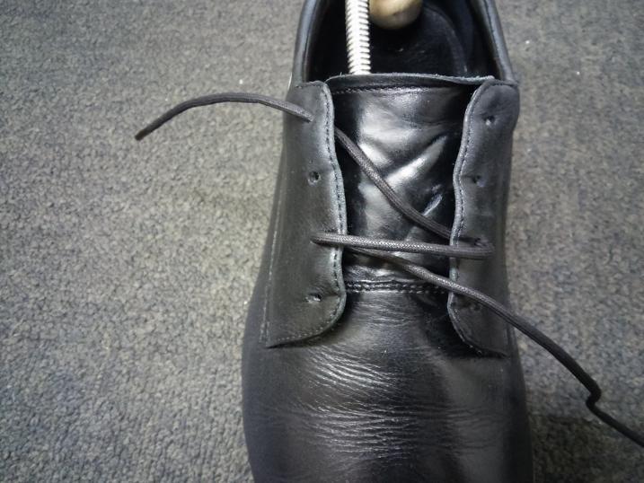 靴紐の通し方 右足3