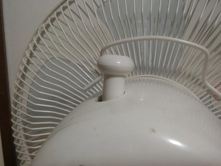 扇風機の首振りつまみが外れない