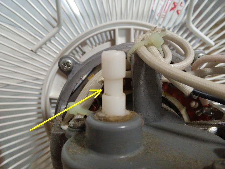 扇風機の首振りつまみの構造