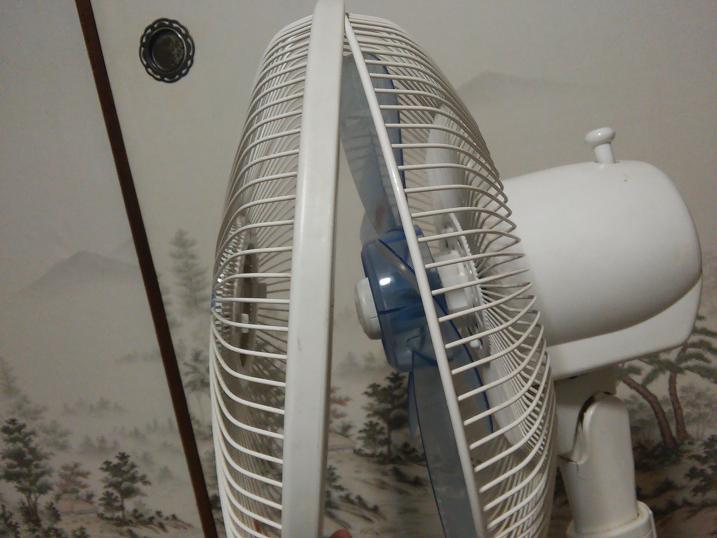 扇風機前カバーが外れた