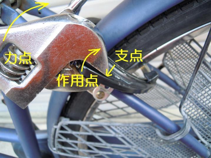 自転車リング錠をモンキーレンチで曲げる