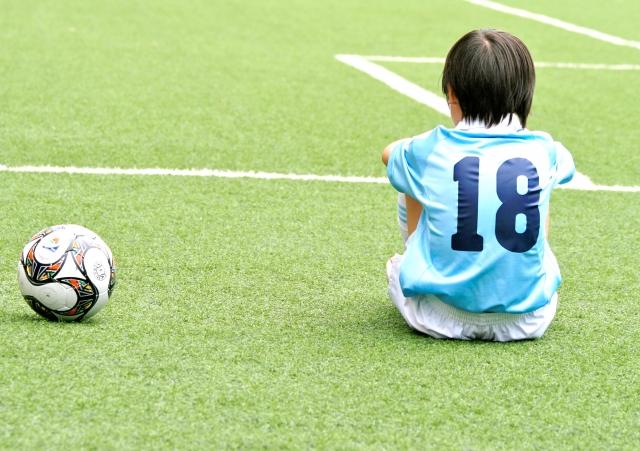 サッカーボールと少年
