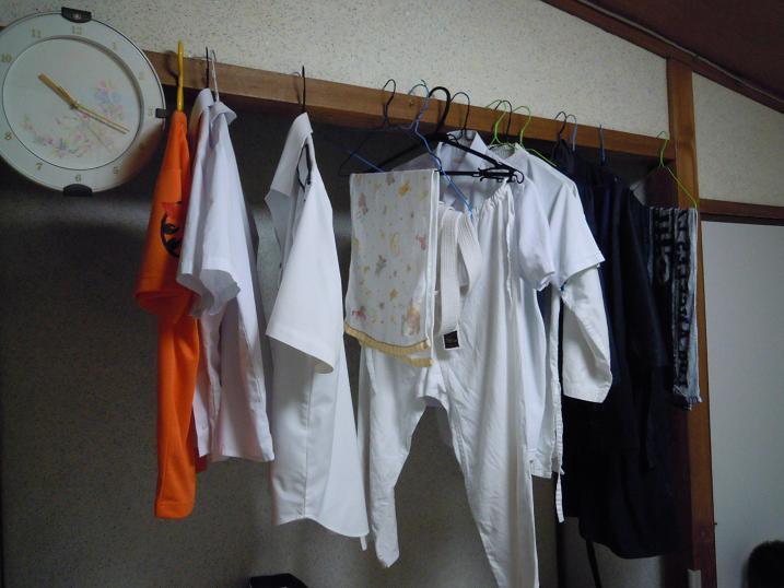 エアコン乾燥対策で洗濯物を干す