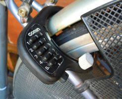 自転車のボタン式リング錠
