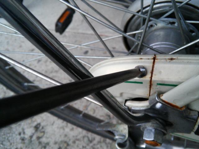 ママチャリ自転車のチェーンカバーを外す01
